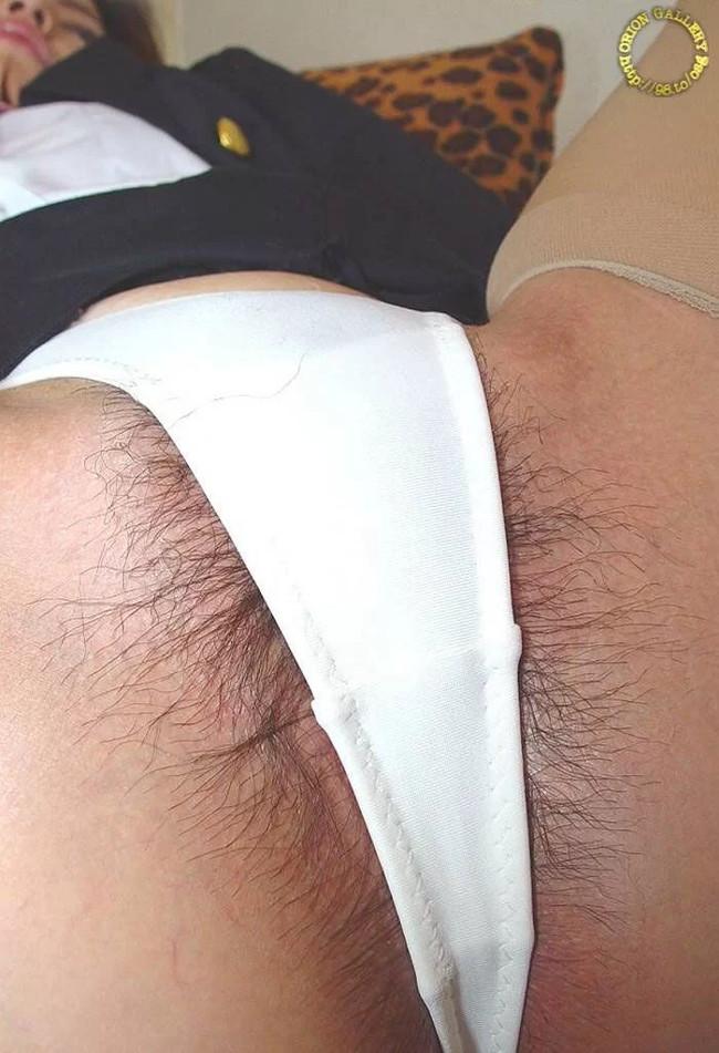 白ハイレグからハミ毛